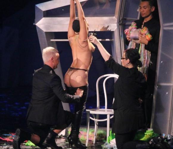 Lady GaGa начала сольный тур