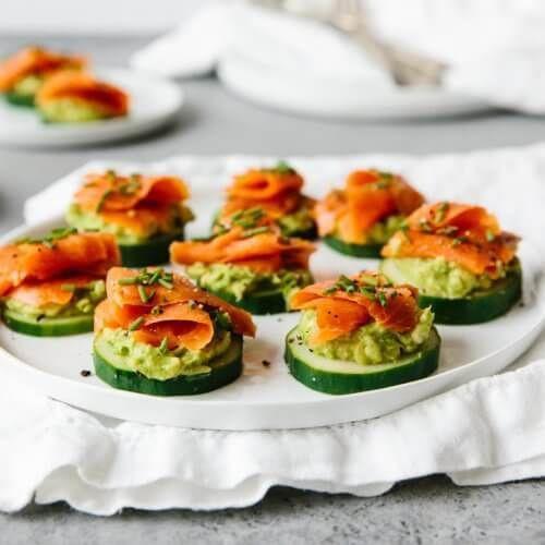 Салаты на 8 Марта: Салат из красной рыбы с огурцом