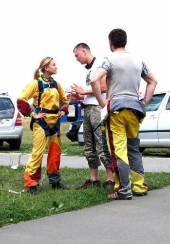 Ева Бушмина сделала скачок с парашютом (фото)