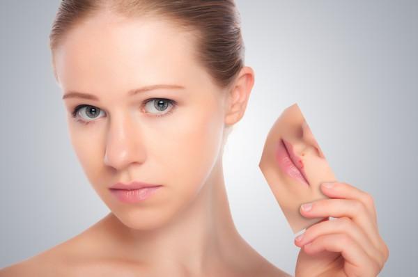 Лабиальный герпес передается контактным способом от одного человека, а причиной высыпаний может стать снижение иммунитета