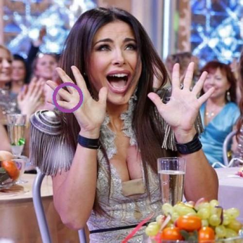 Ани Лорак появилась на публике без обручального кольца