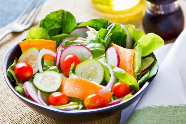 Салат для пикника из редиса с капустой