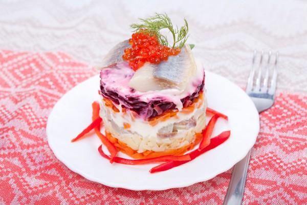 Сельдь под шубой – популярная праздничная закуска