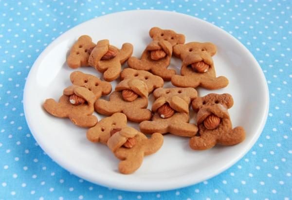 Печенье Мишка обнимает орех