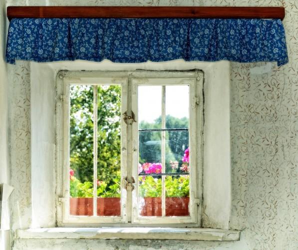 Повесь на окно подзоры