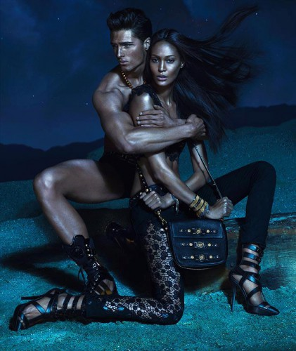 Джоан Смоллс в рекламной кампании Versace