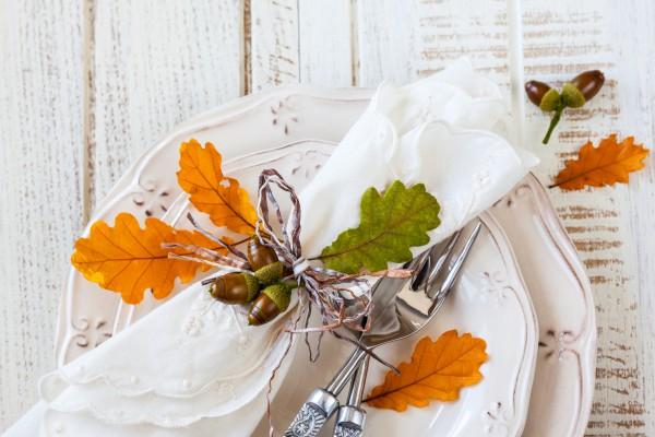 Используй в сервировке листья разных оттенков