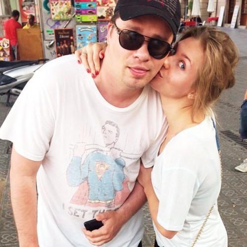 Гарик Харламов разрывается между Кристиной Асмус и законной женой