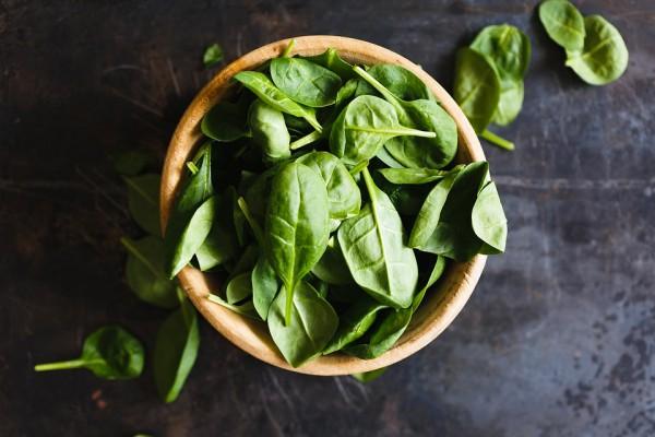 Шпинат содержит видов 14 витаминов