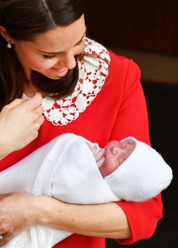 Кейт Миддлтон родила: первые фото ребенка