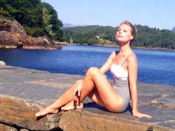Оля Фреймут показала ножки на отдыхе