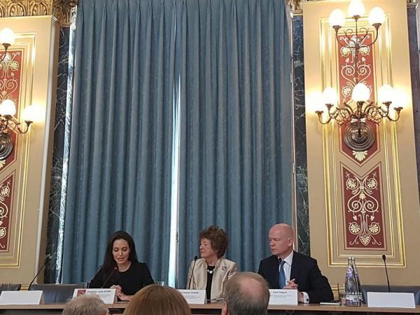 Анджелина Джоли выступила взащиту жертв сексуального насилия