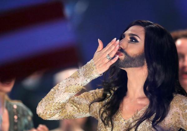 Бородатый трансвестит Кончита Вурст прошел в финал