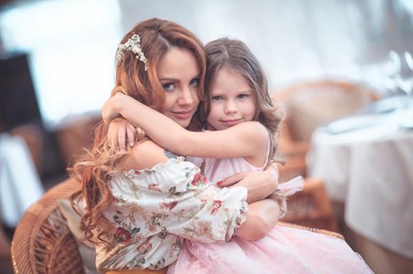 Певица МакSим со старшей дочкой Сашей