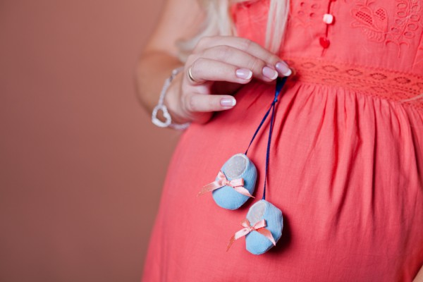 42 неделя беременности: не переживай раньше времени. Если твой менструальный цикл составлял около 30-ти дней, то плод созревает позднее, поэтому беременность может продолжаться дольше обычных сроков