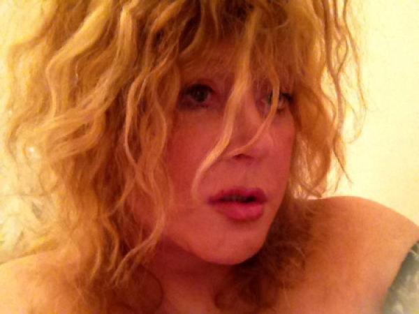 Алла Борисовна показала на своей страничке в Сети личные снимки, но через какое-то время удалила их