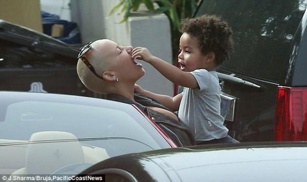Эмбер Роуз со своим двухлетним сыном Себастьяном