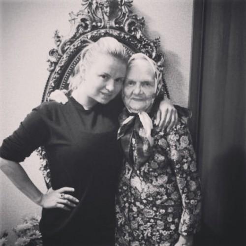 Анна Семенович с бабушкой Зинаидой
