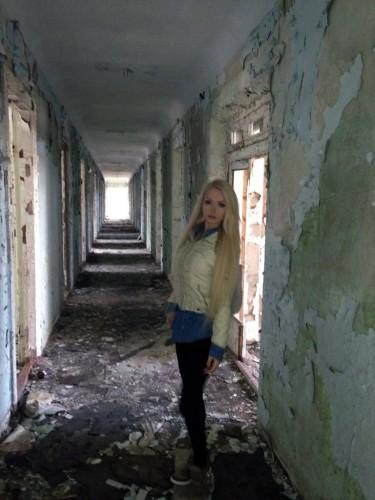 Одесская Барби любит заброшенные дома