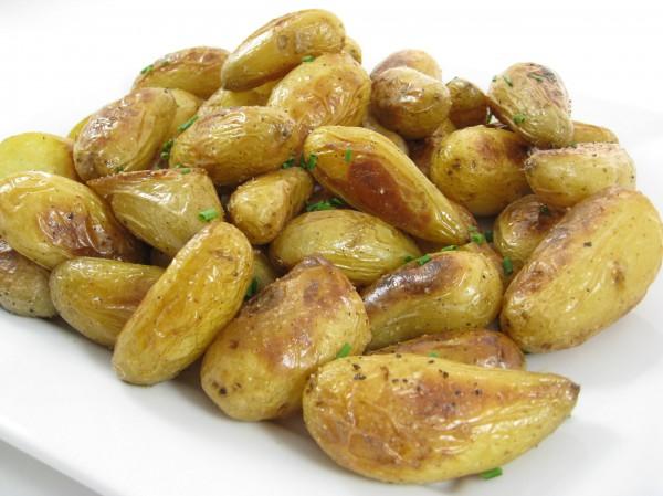 Молодой картофель на гриле