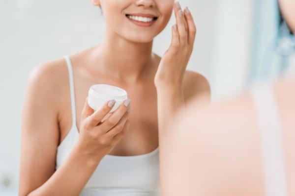 Косметические средства, в состав которых входит салициловая кислота, помогут избавиться от угревой сыпи и акне