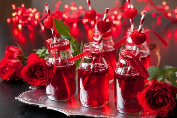 Коктейль на День святого Валентина с клюквой