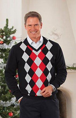 Выбирая в подарок что-то из одежды, будь предельно тактична. Мужчина может не подать вида, что подарок ему не нравится, и даже раз-другой наденет, но чувствовать себя будет не очень то и счастливым