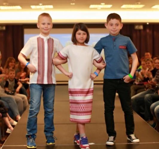 11-летняя дочь Владимира Зеленского вышла на подиум в вышиванке