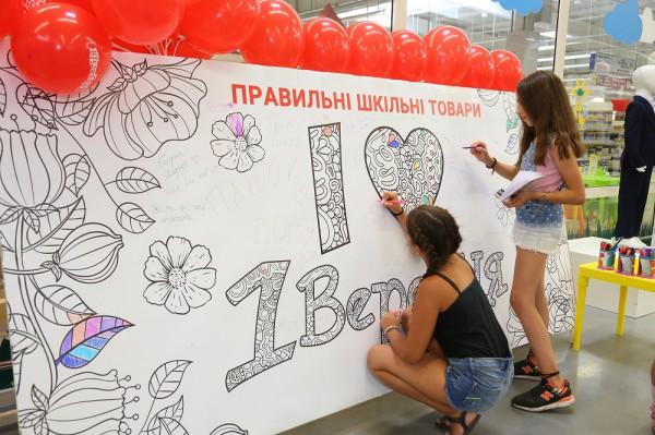Установлен новый рекорд Украины – самая большая школьная тетрадь