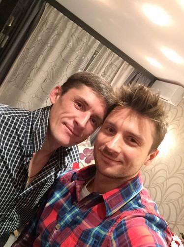 Сергей Лазарев со своим старшим братом (слева)