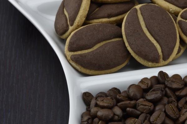 Печенье в виде кофейных зерен