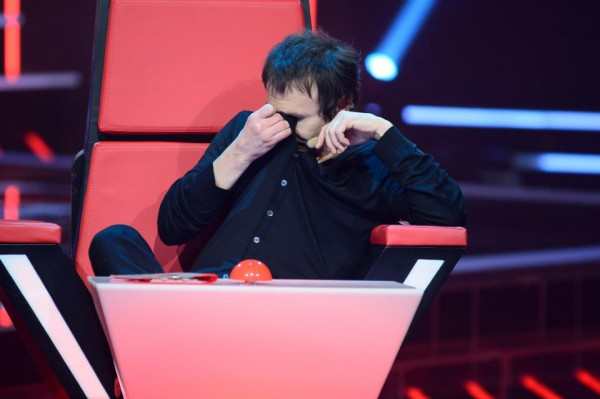 Святослав Вакарчук расплакался во время выступления участника Голоса країни 3