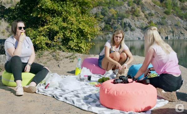 Вита с девочками на пикнике