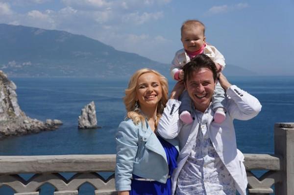 Лилия Ребрик с дочкой Дианой и мужем