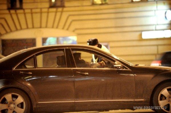 Астахов мчится на своей машине к Кориковой