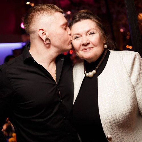 Александр Кривошапко с мамой фото