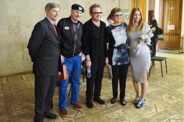Владимир Пресняков приехал сдавать госэкзамены в институте вместе с беременной женой и отцом
