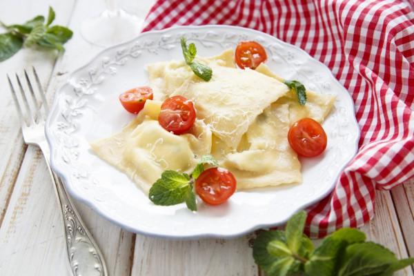 Равиоли с сыром и лососем