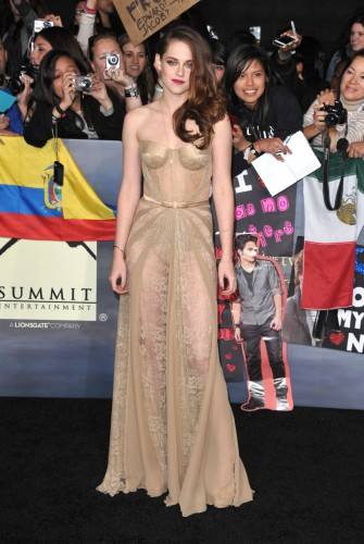 Кристен Стюарт в кружевном платье Zuhair Murad на мировой премьере заключительной части Сумерек