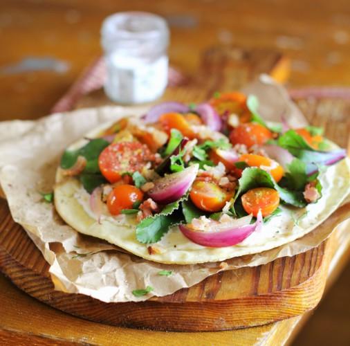 Рецепт                  Пита с беконом и овощным салатом