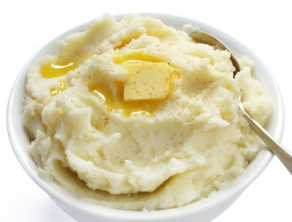 Главный секрет вкусного картофельного пюре - обилие сливочного масла
