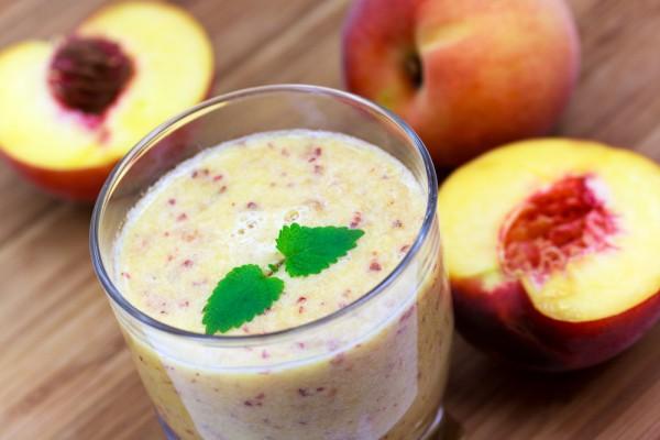 Смузи из персика с йогуртом