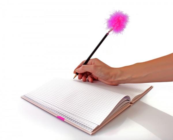 Ручка с розовым пухом