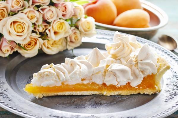 Абрикосовый пирог с безе