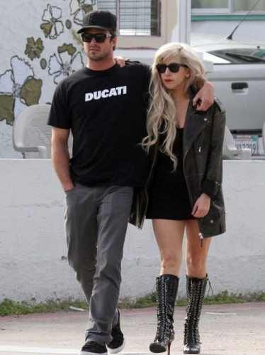 Lady Gaga с бойфрендом Тейлором Кинни