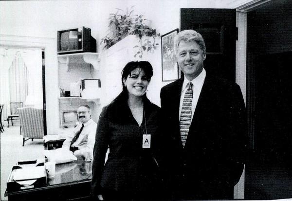 Моника Левински и Билл Клинтон в 1998 году