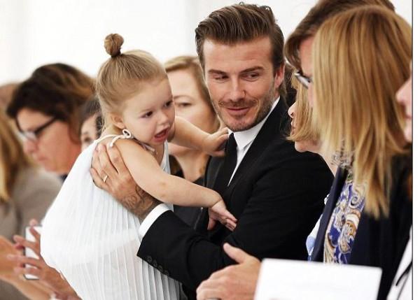 Малышка Харпер знакомится с гостями