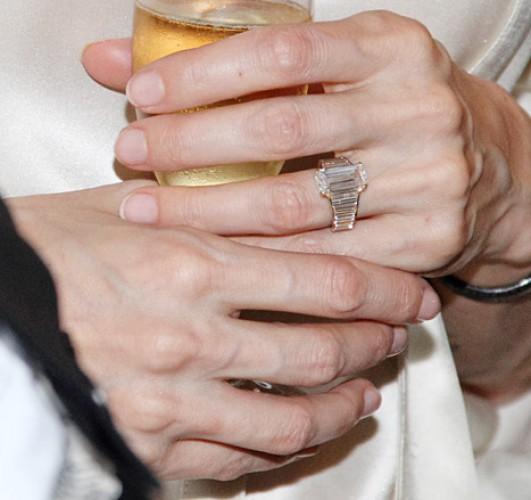 Кольцо, которое Брэд Питт подарил Джоли в знак помолвки в 2012 году