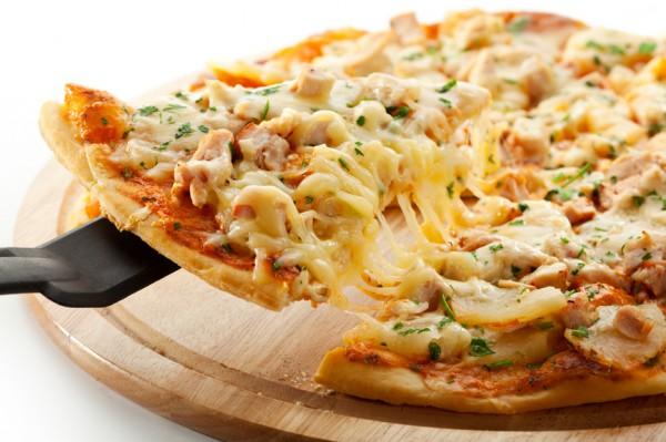 Рецепт                  Пицца с курицей и ананасами