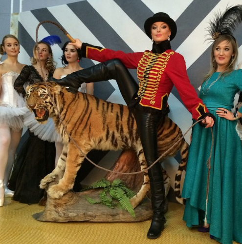 Анастасия Волочкова рассказала о своем опыте укрощения игрушечного тигра